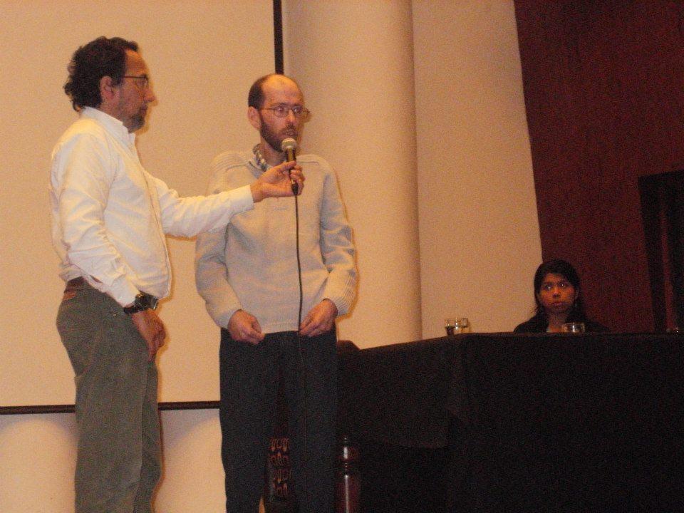 Fabian exponiendo en el Auditorio de Radio Nacional Córdoba